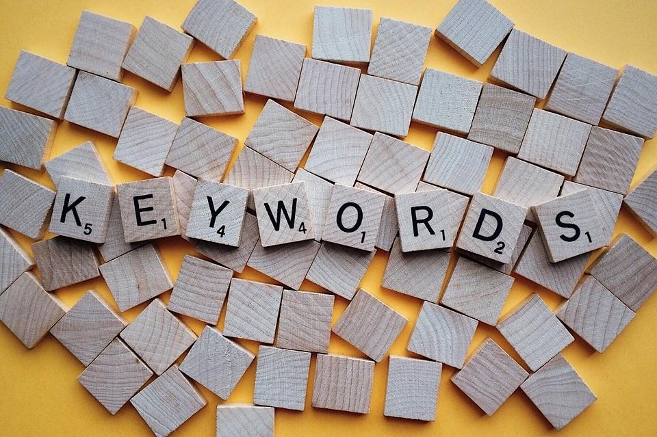 utilice palabras claves dentro de sus estrategias SEO